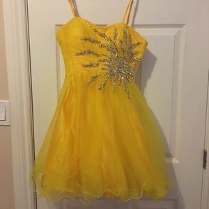 Dresses & Skirts - Short Yellow Dress